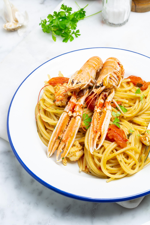 spaghetti agli scampi e pomodorini
