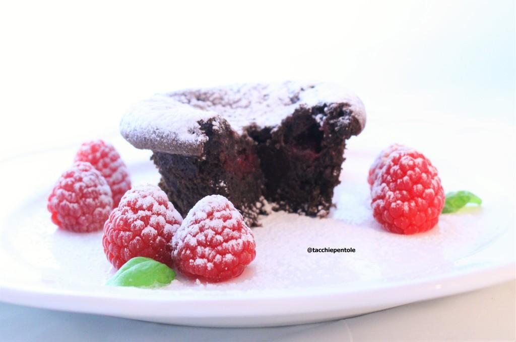 tortino al cioccolato fondente con cuore al lampone