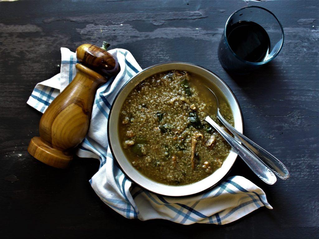Zuppa di quinoa con porcini, finferli e biete