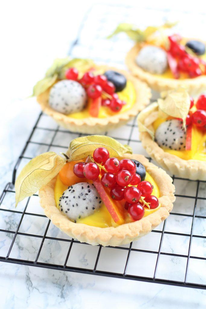 tartellette con crema e frutta esotica