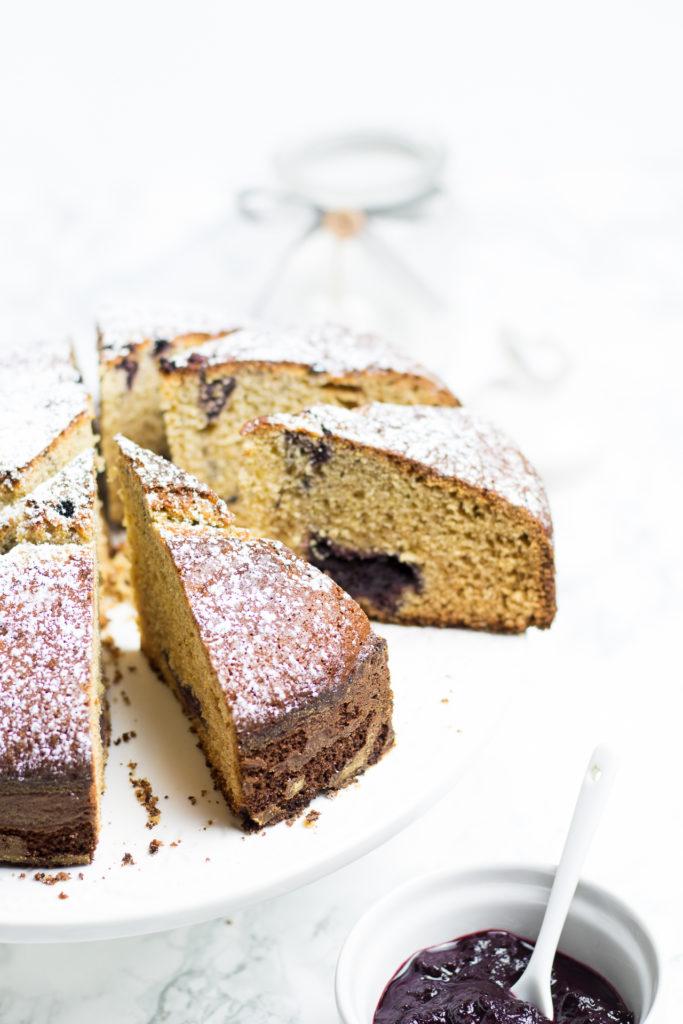 torta al grano saraceno e marmellata di mirtilli neri