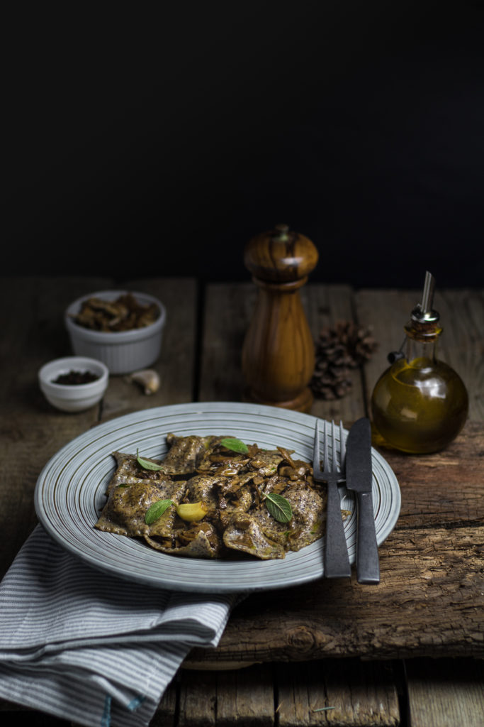 ravioli di grano saraceno con bresaola e funghi