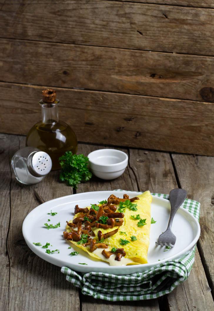 Omelette con i finferli e parmigiano