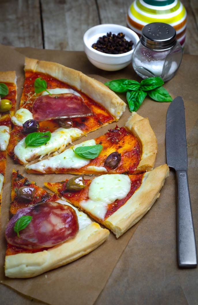Pizza fatta con la pasta brisè