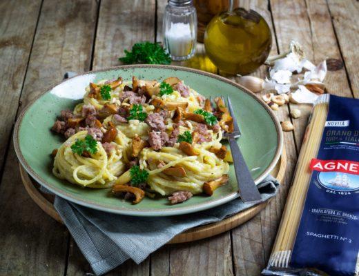 spaghetti crema di verza, salsiccia e finferli