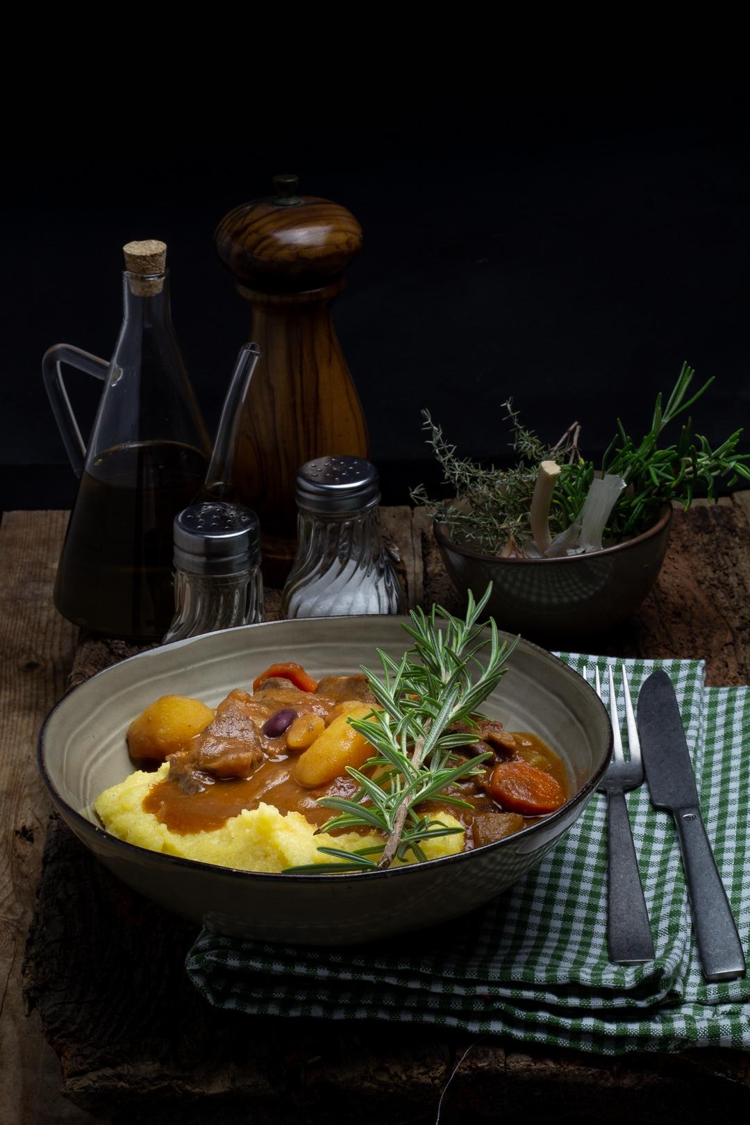 Spezzatino di Irish Beef con funghi porcini, patate e fagioli rossi