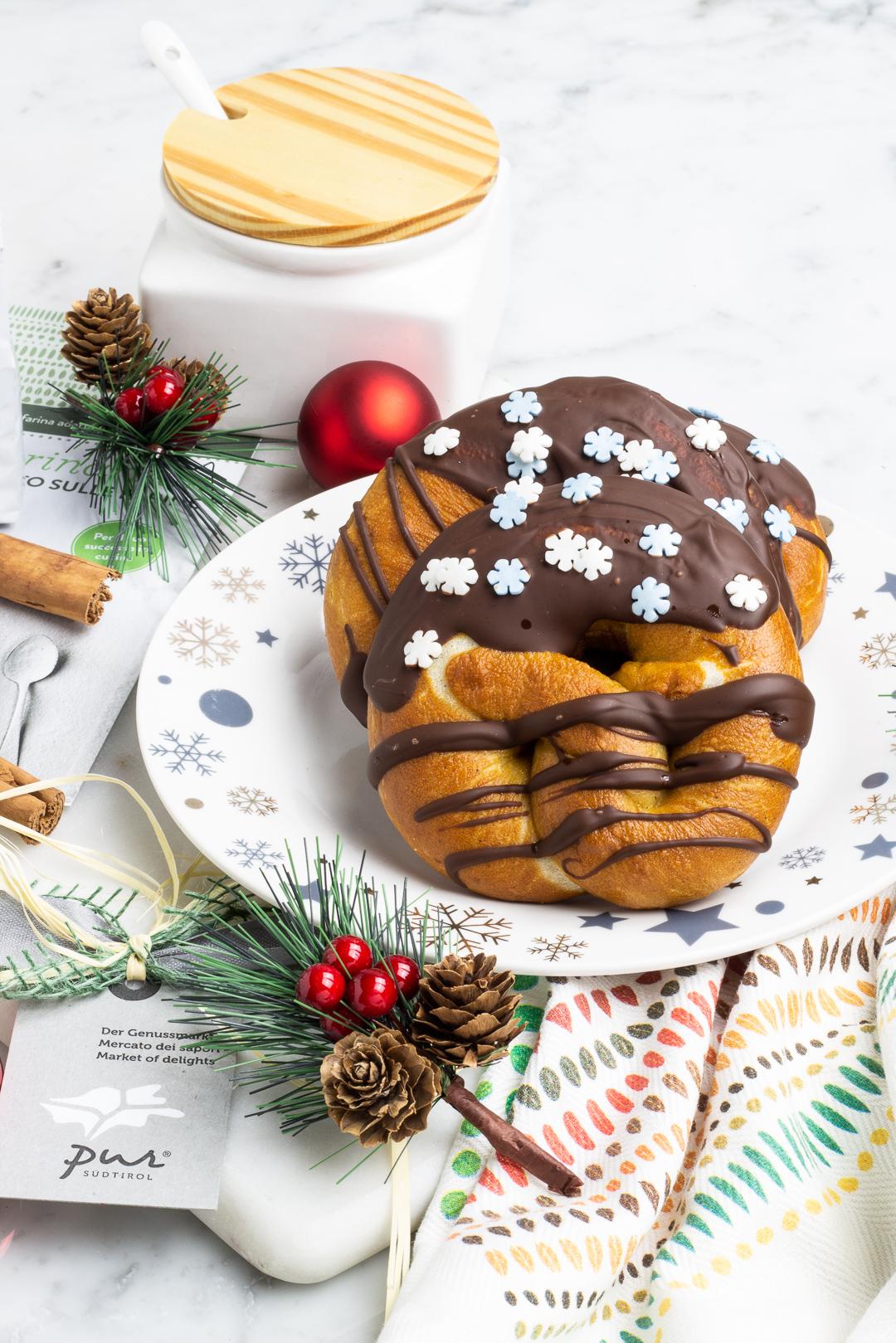 bretzel dolci alla cannella e cioccolato