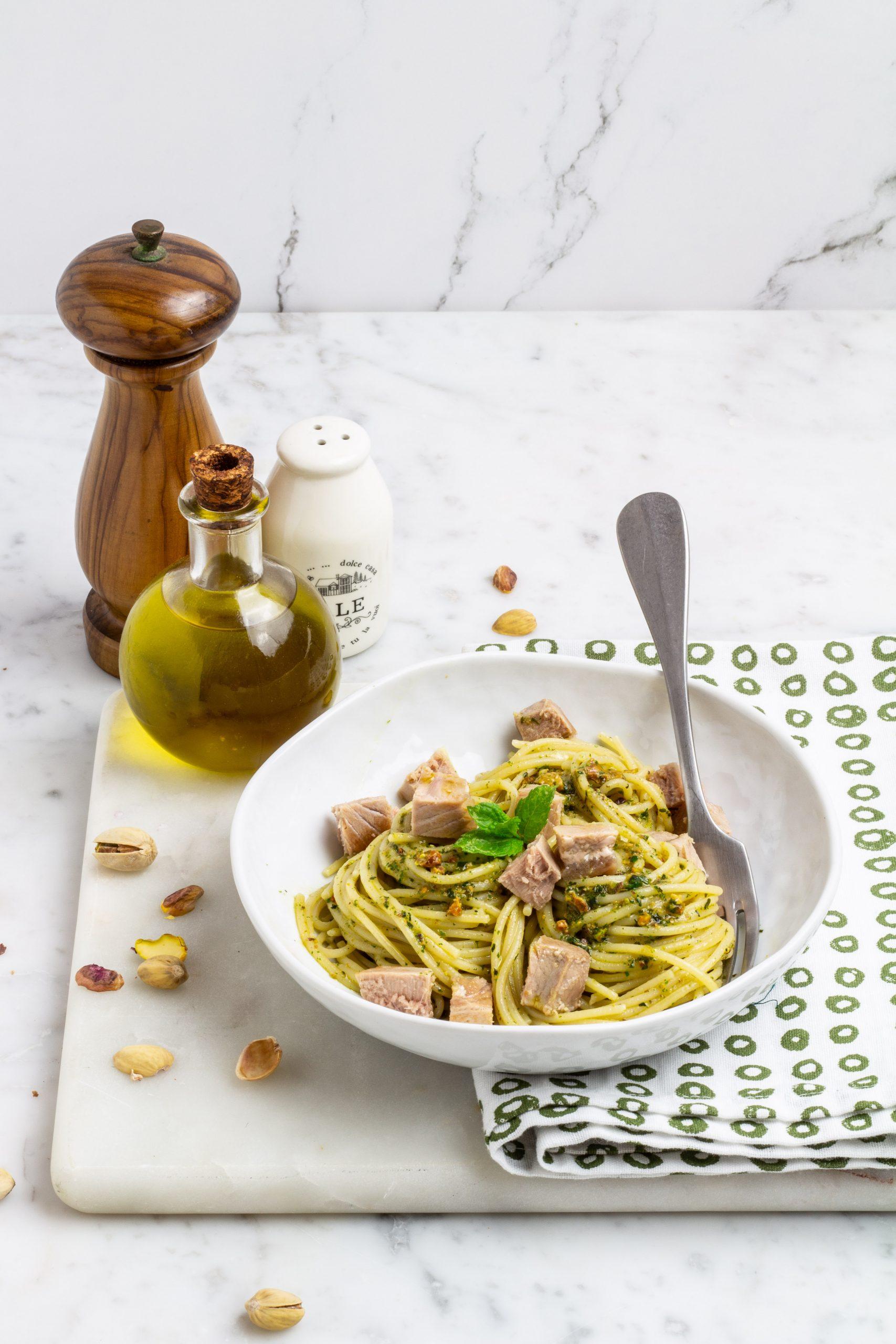 Spaghetti con tonno fresco e pesto di menta